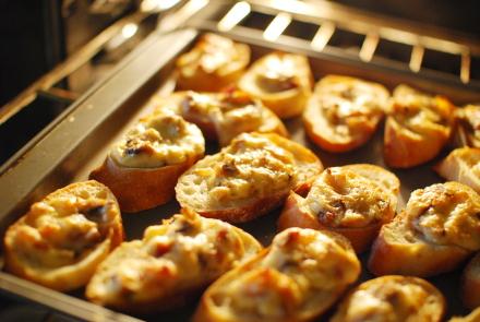 croutes aux champignons recettes a cuisiner le meilleur de la cuisine la port e de tous. Black Bedroom Furniture Sets. Home Design Ideas