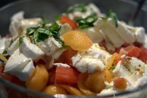 Salade fra cheur poivron mozzarella jambon melon - Cuisiner la mozzarella ...