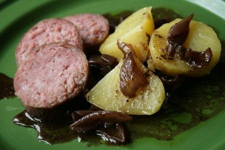 saucisson cuire au beaujolais recettes a cuisiner le meilleur de la cuisine la port e. Black Bedroom Furniture Sets. Home Design Ideas